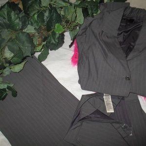 2 pc Zara women's blazer /Pant Suit size 10